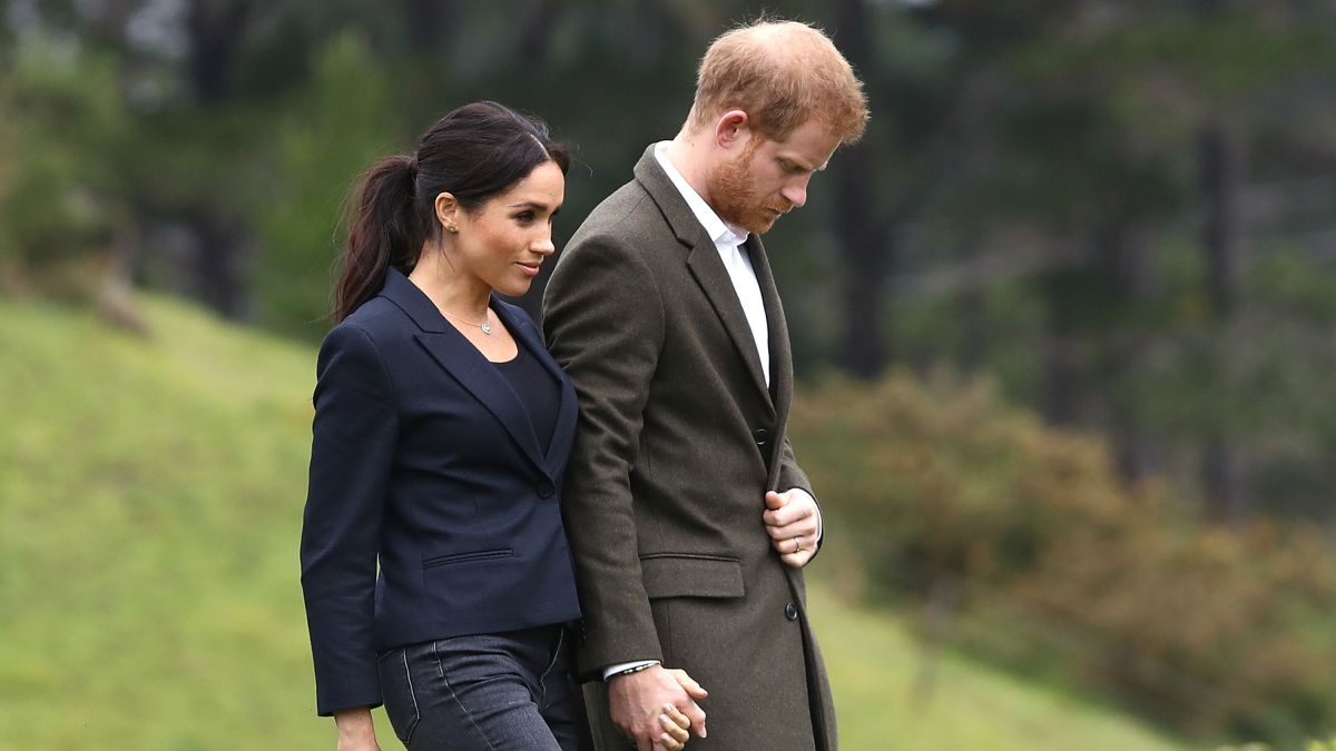 Should Meghan's public humiliation be solved privately?  Royal sources certainly hope so.